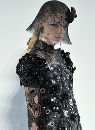 描述 Chanel, Haute Couture FallWinter 2009.