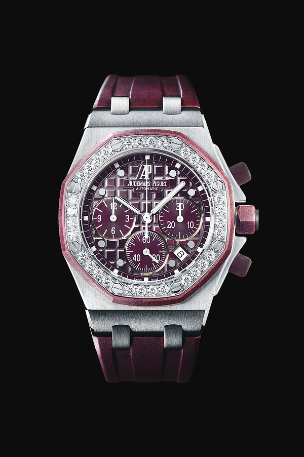 Selfwinding chronograph with date display and small seconds at 6 o'clock. Stainless steel case, plum-coloured dial, plum-coloured strap. 32 brilliant-cut diamonds, ~1.25 carats.