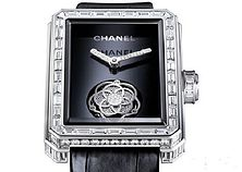 描述 香奈儿 (Chanel) Premiere Flying Tourbillon,腕表的八角形表盘灵感...